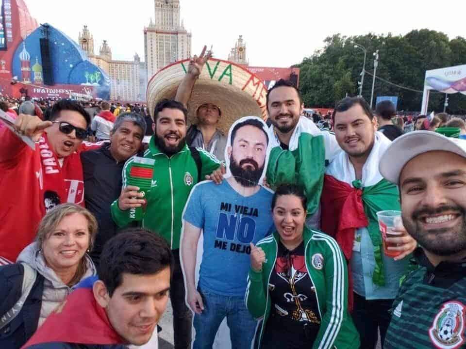 Photo of Mexican fans went to Russia with photo of friend whose wife didn't let him go
