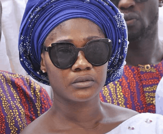 Photo of Mercy Johnson shed tears as her mother is finally laid to rest