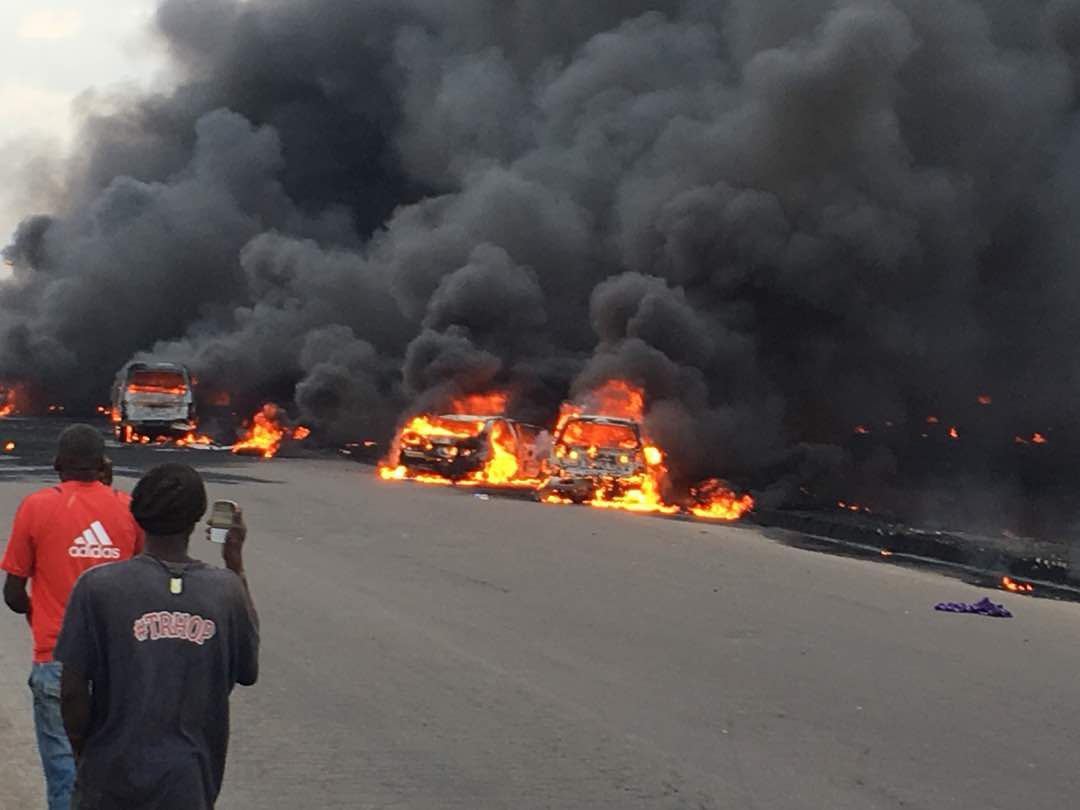 Photo of Foolishness killed those that died in Otedola bridge tanker accident – Twitter user