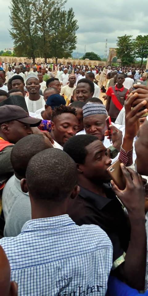 Ahmed Musa mobbed by excited fans at Abuja national mosque