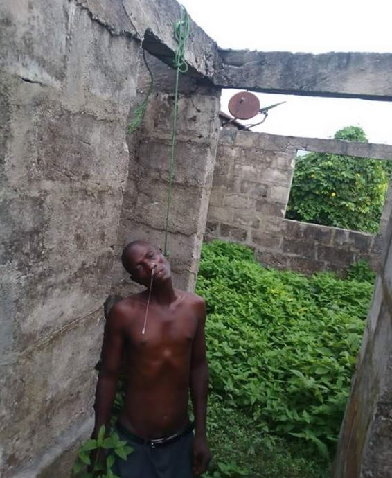 Photo of Man commits suicide for not being able pay N15K hospital delivery bill for wife
