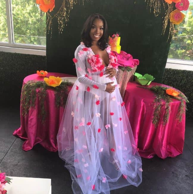 Photo of Nigerian guy surprises pregnant girlfriend with G-wagon at baby shower (photos)