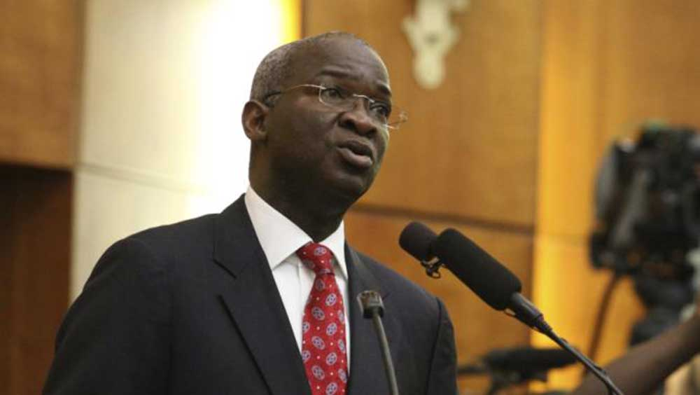 Photo of Why Buhari does not write letters – Fashola