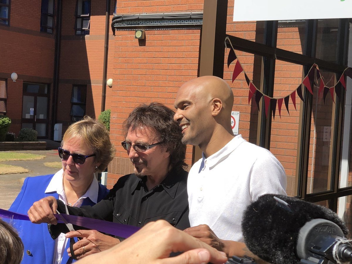 Photo of Super Eagles goalkeeper, Carl Ikeme makes first public appearance since battle with Leukemia