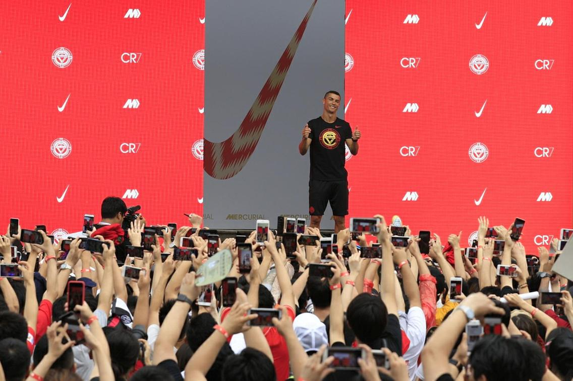 Photo of How fans welcomed Ronaldo to China during his CR7 tour (Photos)