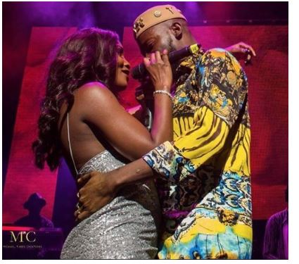 Photo of Adekunle and Simi share intimate moment on stage at his sold out concert in LONDON (PHOTOS/VIDEO)