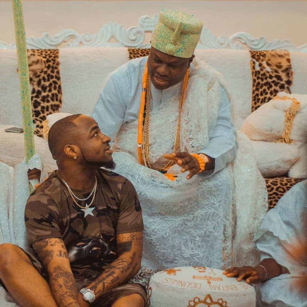 Photo of The moment Davido humbled himself before the Ooni of Ife (photos)