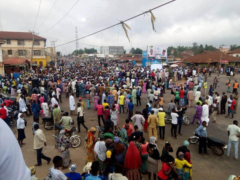 Ogbomosho indigenes protest over bad state of Ogomosho-Oyo road