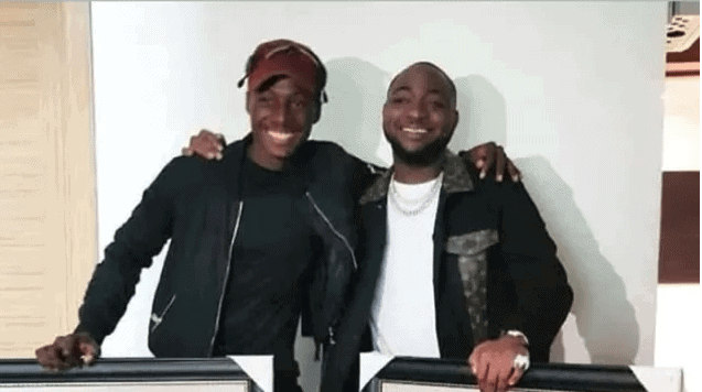 Photo of Davido appreciates fan who gifted him with a painting of him and Chioma