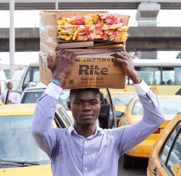 Photo of Gala seller who gave all his goods to prisoners in Lagos shares his touching story