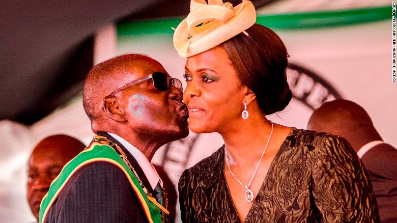Photo of How a kiss sparked the love affair between Robert Mugabe and his wife, Grace