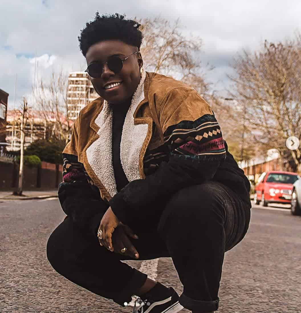 "Photo of Singer Teni gets to perform her hit track ""My papa no be Dangote"" in Dangote's presence and this happens…"