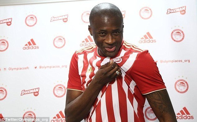 Photo of Toure receives rousing welcome as he returned to Olympiakos