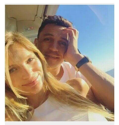 Alexis Sanchez announces split with his girlfriend