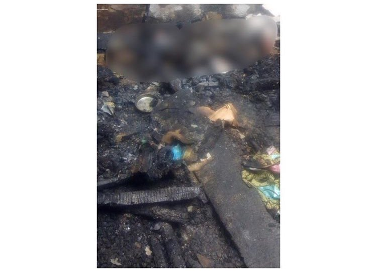 Photo of 5-year-old twins die in fire after mum left them to visit lover