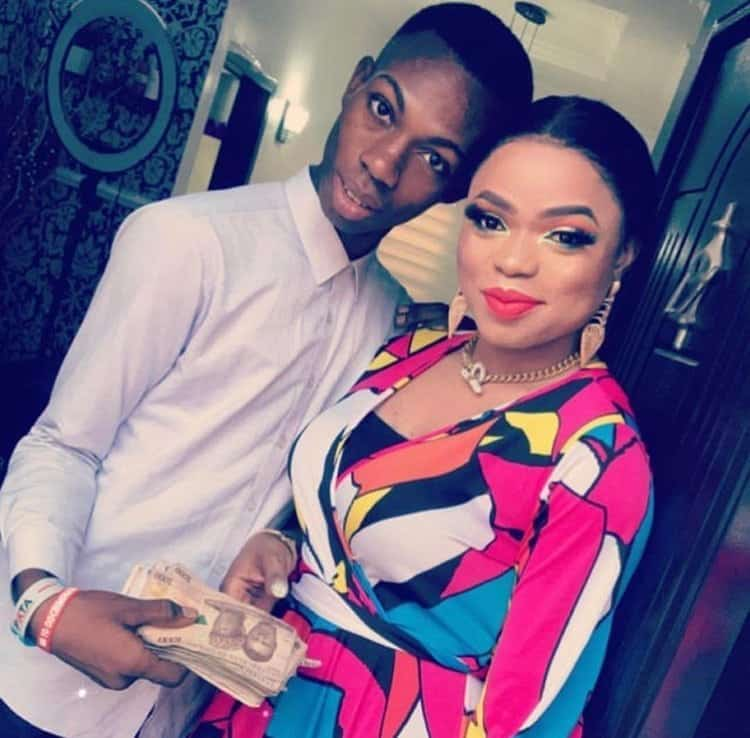 Photo of Bobrisky gives James Obialor (they didn't caught me) 100k as promised