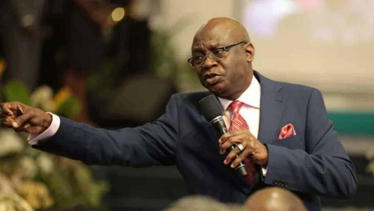 Photo of Bakare calls out Osinbajo after Buhari queried Nigerian pastors' involvement in politics