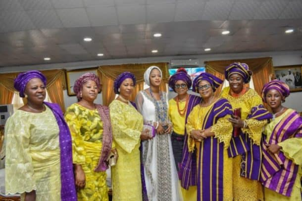 Photo of Ooni Of Ife's new wife performs first duty as Queen, hosts Gov. Obiano at Ancient Palace (photos)
