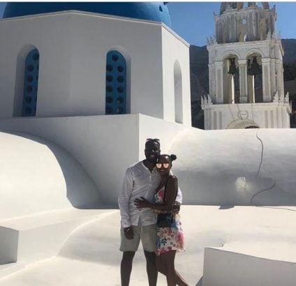 Photo of Nigerian man proposes to his girlfriend of 11 years in Santorini