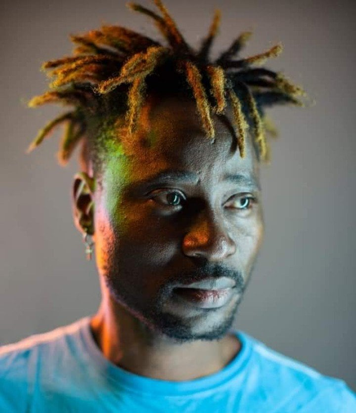 Photo of Bisi Alimi cries out as Nigeria's anti-corruption officials follow him about