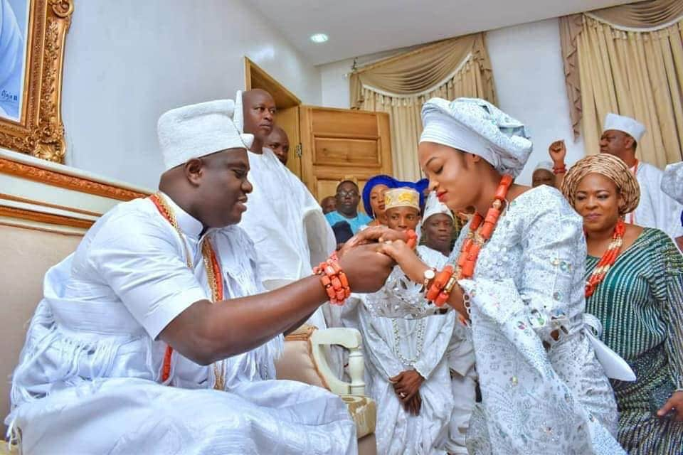 Photo of How Ooni of Ife broke the hearts of several women to marry a prophetess
