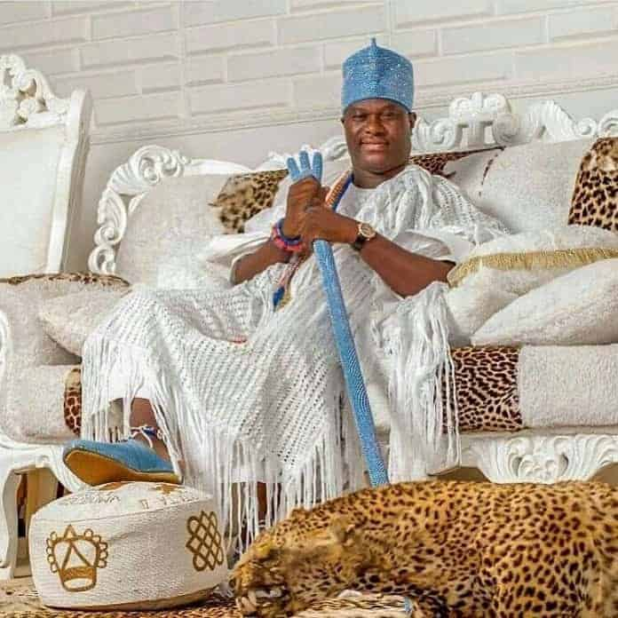 Photo of Ooni Of Ife sends message to lady whose heart he broke