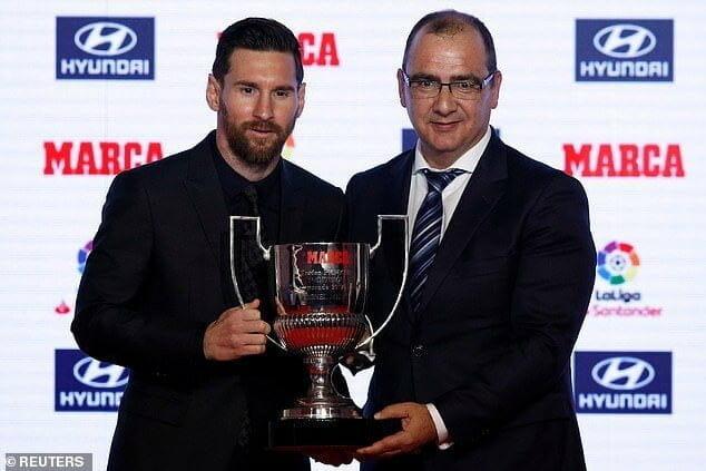 Photo of Lionel Messi receives Alfredo Di Stefani and Pichichi awards