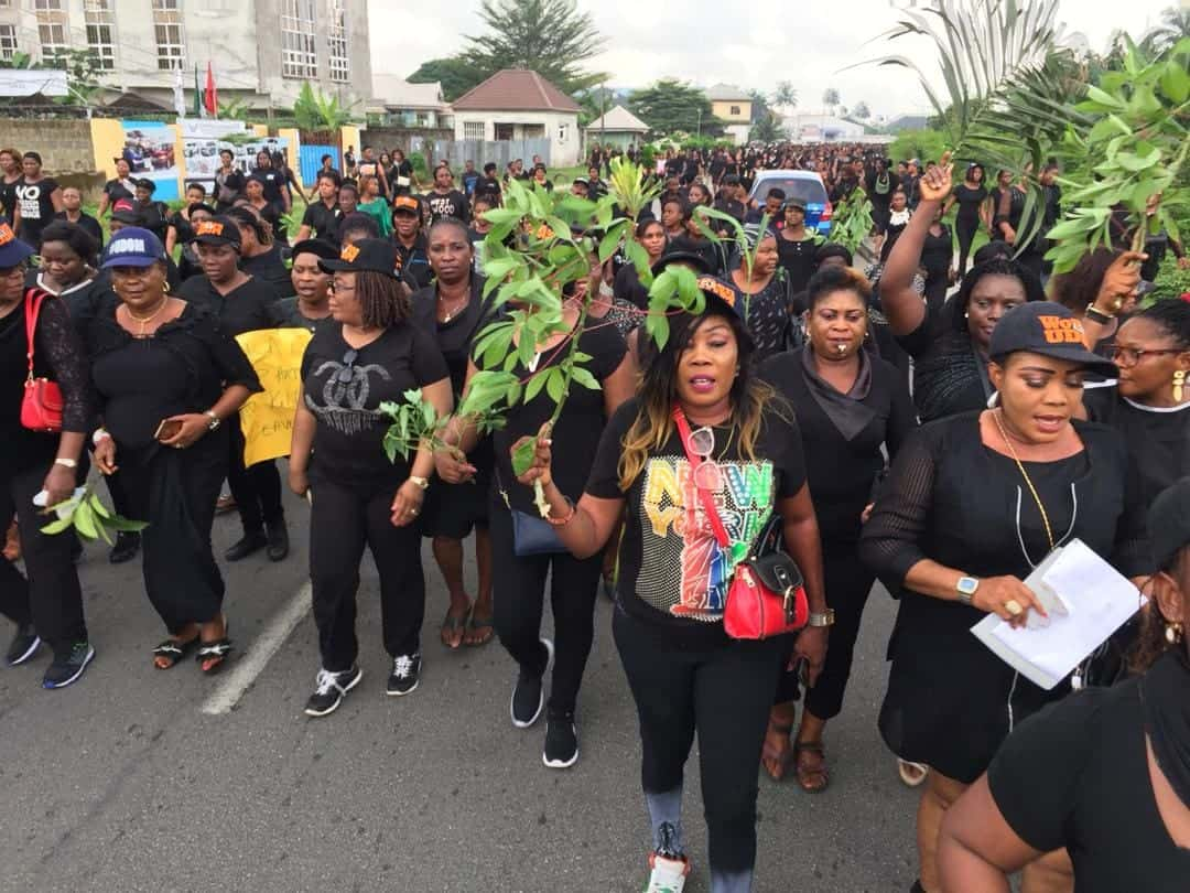 Photo of 15,000 women in Akwa Ibom protest against impunity by FG, threaten to go naked