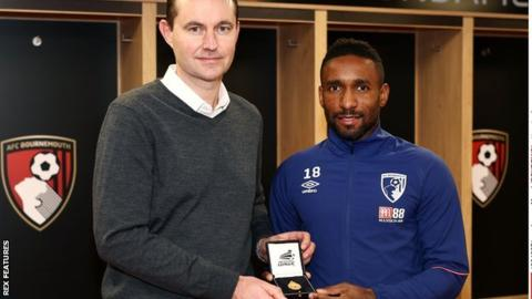 Photo of EPL: Defoe gets league cup medal 10 years after winning the trophy