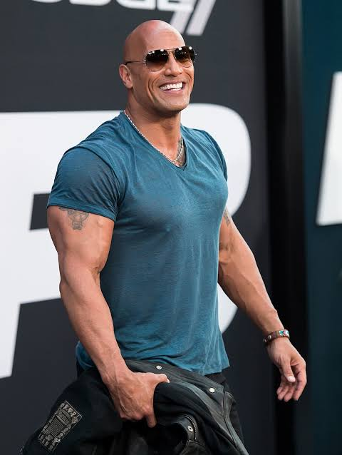 Photo of Dwayne 'The Rock' Johnson surprises mum with new home for Christmas (VIDEO)