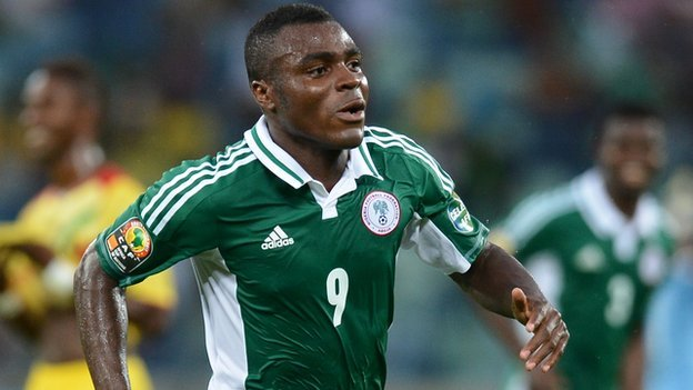 Photo of Baby escapes being injured, as footballer Emenike breaks her mom's glass
