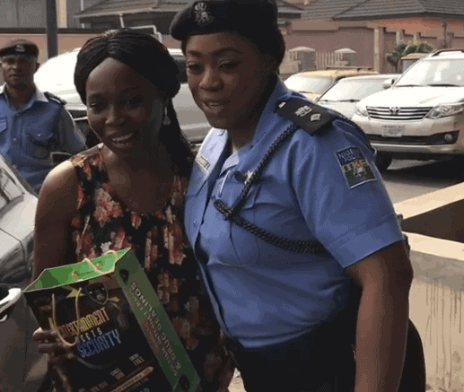 Photo of How celebrity police officer, Dolapo Badmus, and colleagues rewarded motorists with up-to-date car particulars (Photos)
