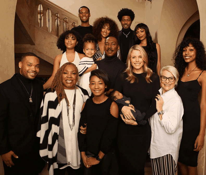 Photo of Eddie Murphy and his 10 children pose together for the first time (Photo)