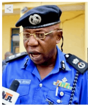 """Photo of Ondo Commissioner of Police faced with """"Yahoo"""" Scandal"""