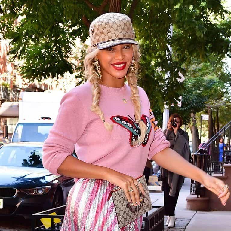 Photo of Beyoncé shares new photos of her twins Rumi and Sir Carter