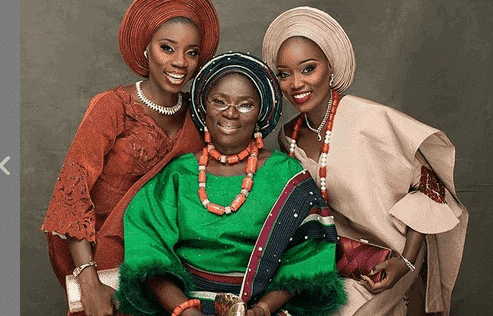 Photo of Two Sisters get married on same day to honor their mum (photos)
