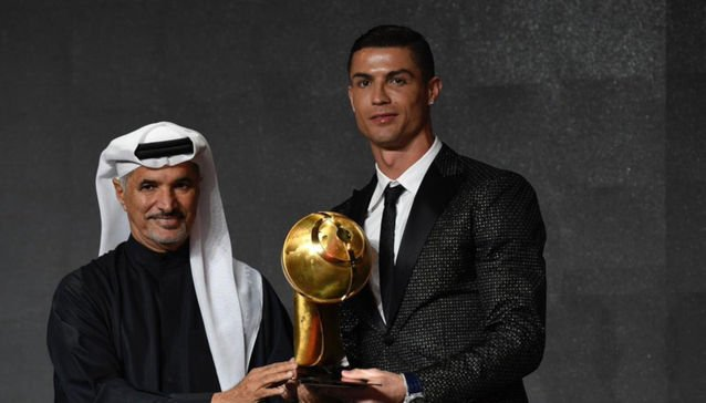 Photo of Cristiano Ronaldo awarded Best Player at the Globe Soccer Awards