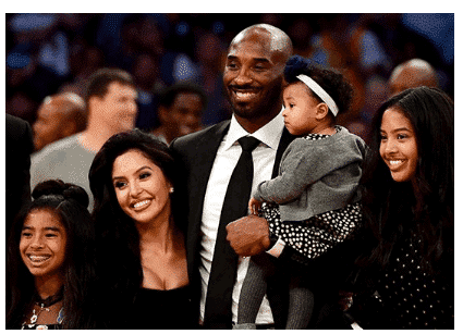 Photo of Twitter suspends Nigerian lady's account for revealing why Kobe Bryant died