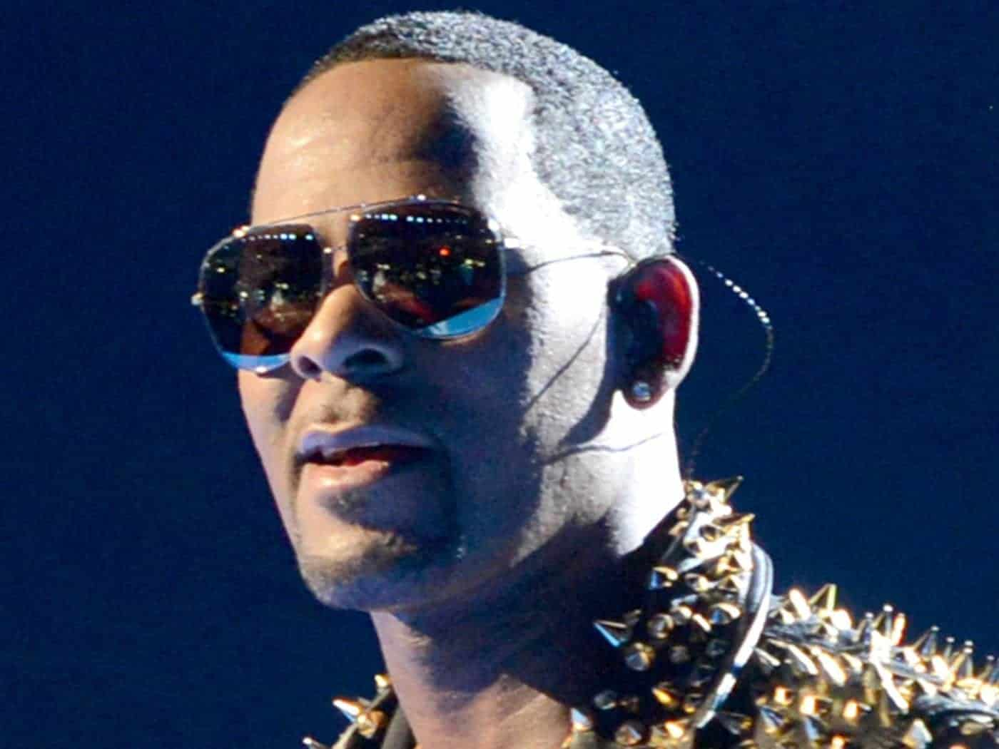 Photo of R Kelly's manager reveals why he recorded the sex with underaged girls