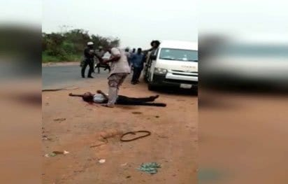 Photo of Uproar as Customs Official shoots Man dead over 'N5,000 bribe'