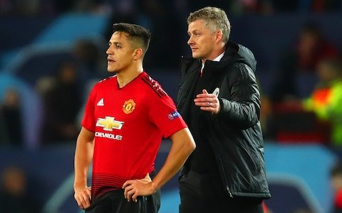 Photo of Solskjaer backs Alexis Sanchez to regain form at Old Trafford