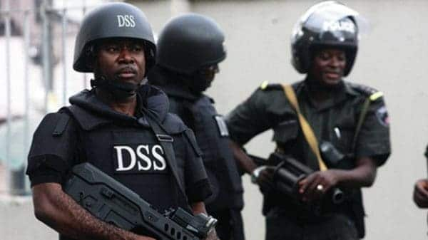 Photo of DSS fires gunshots at peaceful protesters demanding the release of Sowore (Video)
