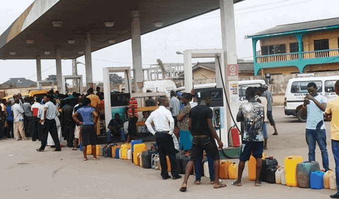 Photo of BREAKING: Oil marketers reduce fuel pump price from N145 (see new price)