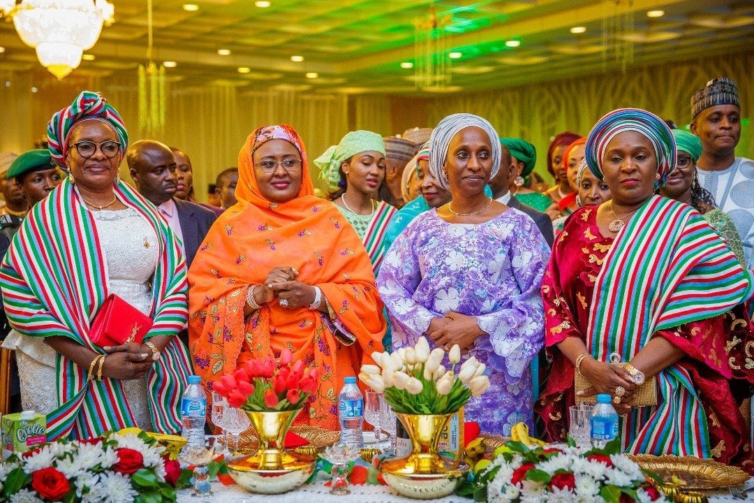 Photo of Photos emerge from victory dinner hosted for President Buhari by wife, Aisha