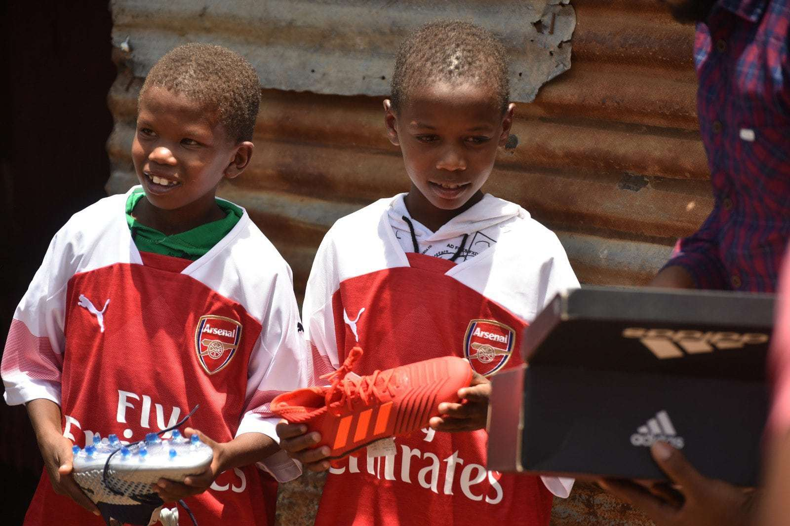 Photo of Why Arsenal player Mesut Ozil rewarded a Kenyan boy with his jersey (Photos)