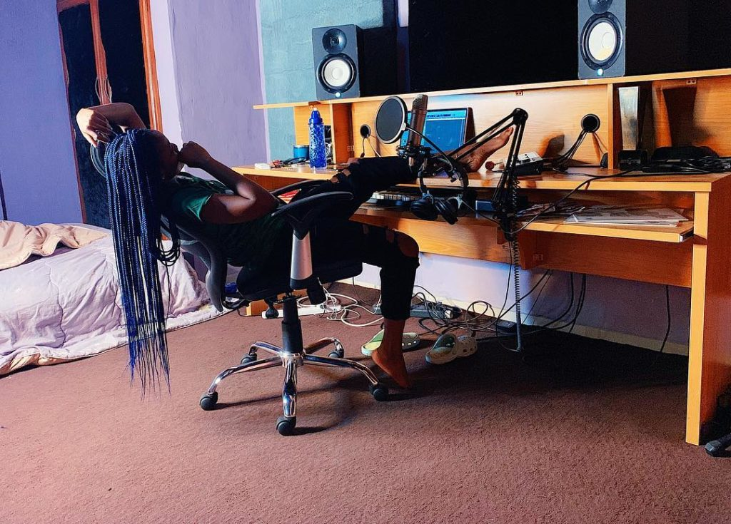 See where Simi has been sleeping these days (Photo)