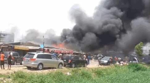 Photo of Breaking: Fire razes building, numerous cars in Surulere (Photos, videos)