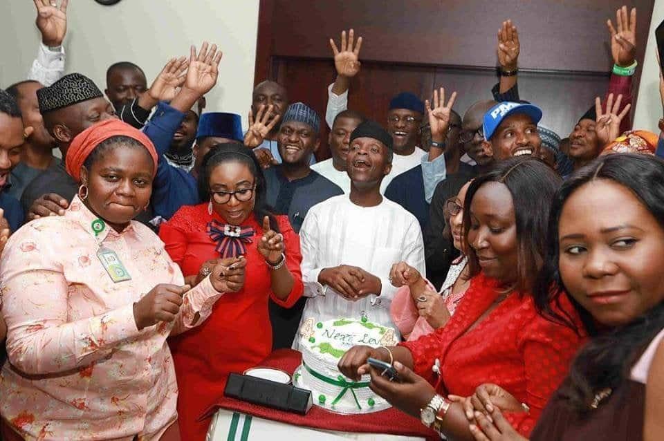 Photo of Nigeria Decides 2019: Yemi Osinbajo celebrates Election victory with his Staff in Aso Rock (Photos)