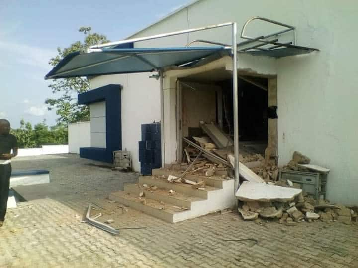 Photo of Armed robbers invade Bank in Ondo, kill seven (photos)
