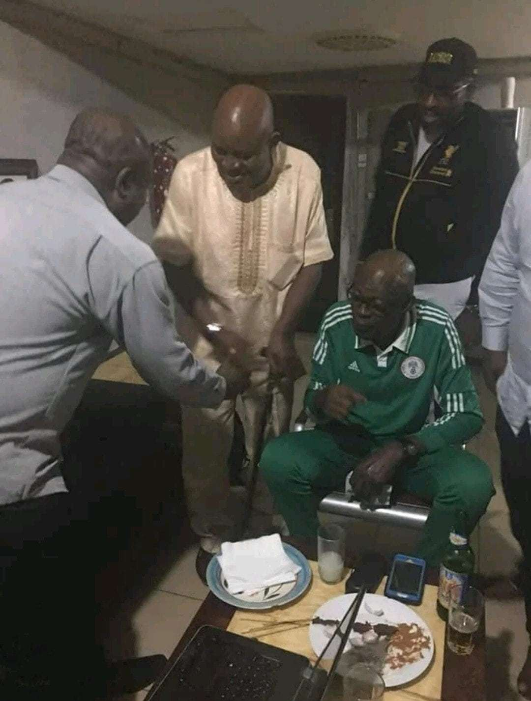 Photo of NFF pays visit to ailing former Super Eagles coach, Christian Chukwu (photos)